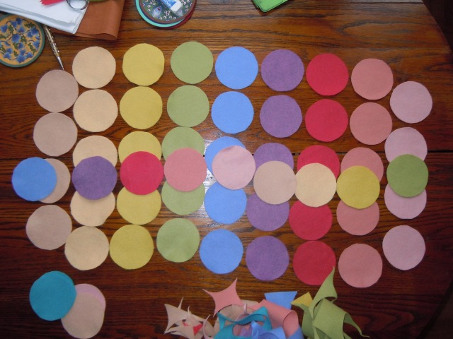 The row of circles on top is the way I decided how to match colors for the smaller circles sewn on next.