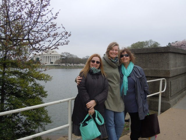 Here they are, the widely traveled bloggers: Kelly, Alys, and Pauline, almost at their destination!