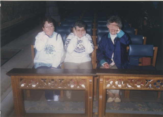 The Siddens mafia, speaking, hearing and seeing no evil... (left to right, Aunt Gene, Aunt Mabel, my mother)